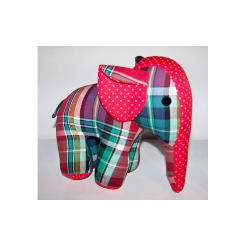 Eléphant  carreaux rouge-vert