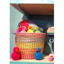 Hochet 'canard rose' crochet