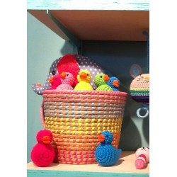 Hochet 'canard rose pâle' crochet
